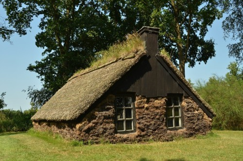 The History of Sod - Sod Houses | Evergreen Turf: Arizona's Premier Sod Supplier
